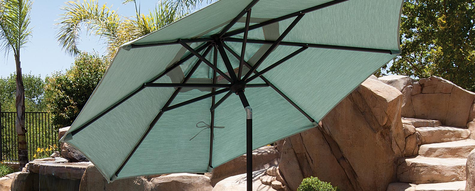 At Just Six Foot In Diameter, This Market Umbrella Is Ideal For Those Tight  On Space. Its Pushbutton Tilt Allows For Maximum Shade Flexibility.