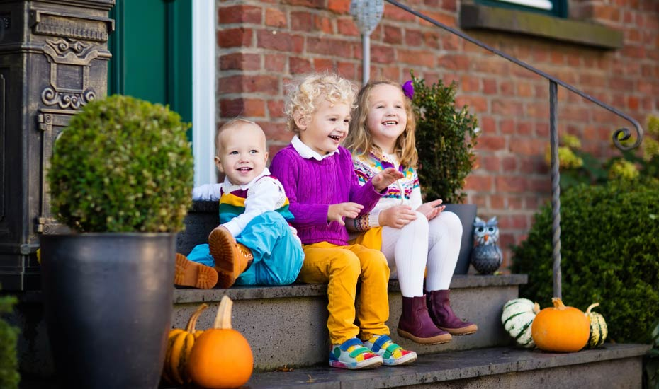 Fall porch decorating ideas you and your kids will love.